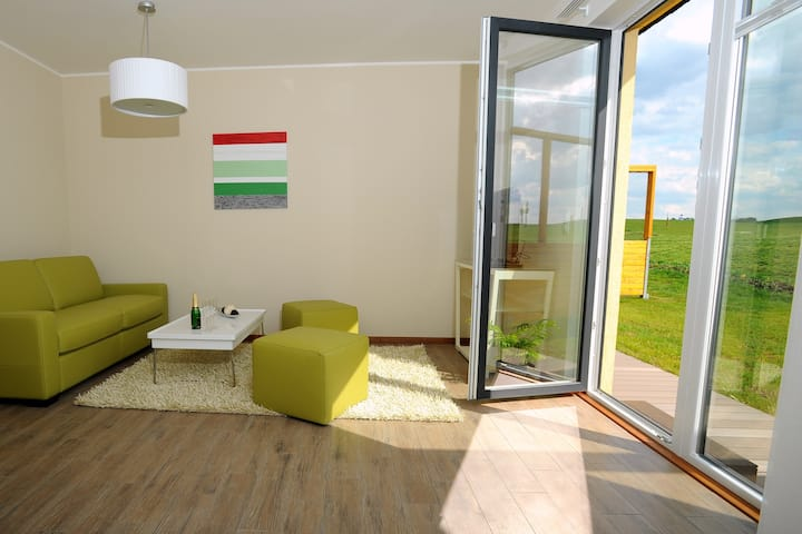 Double bed modern apartment with FREE breakfast
