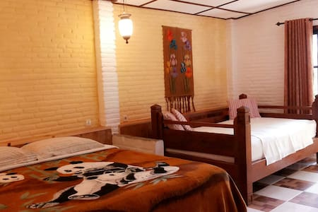Homey Room - Batu - Bed & Breakfast