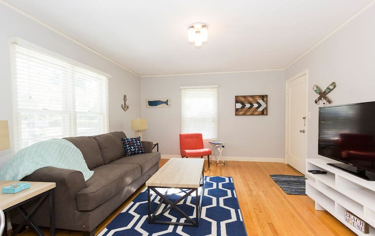 Nautical Theme Furnished 1BR Apt In Great Location