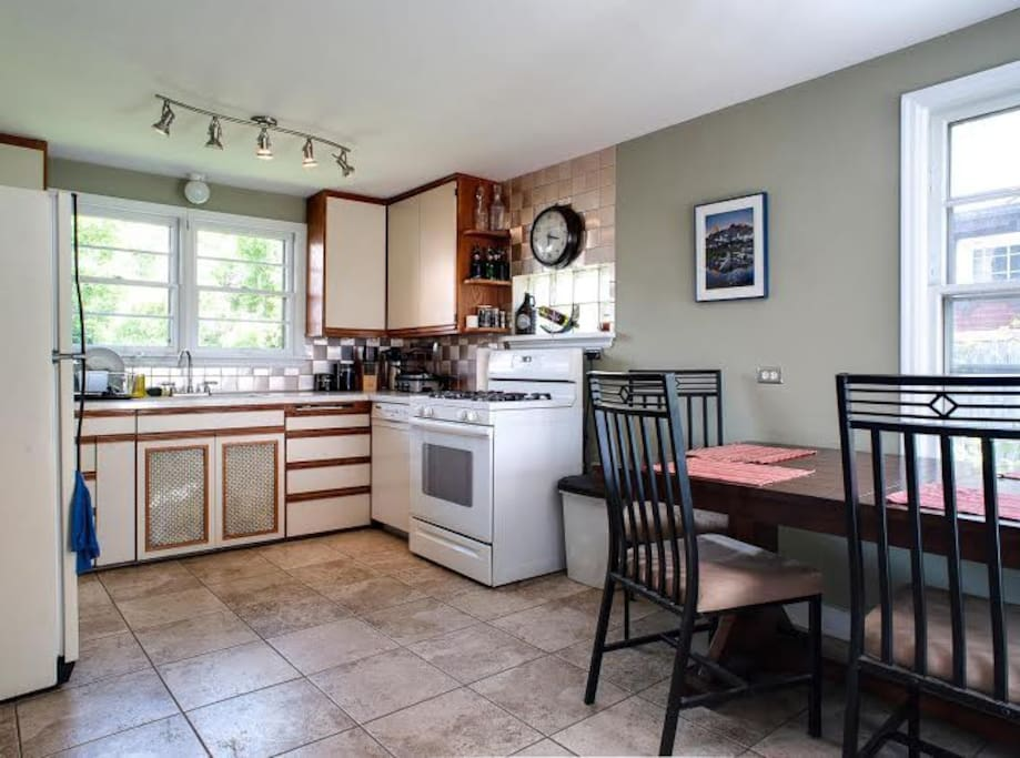 Full Kitchen with Gas Burners and all the Extras