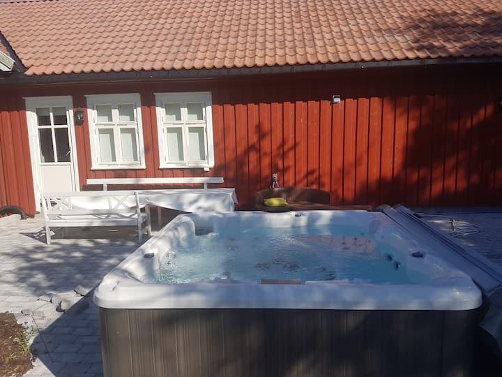 Leilighet Grimstad med jacuzzi 25 min fra dyrepark