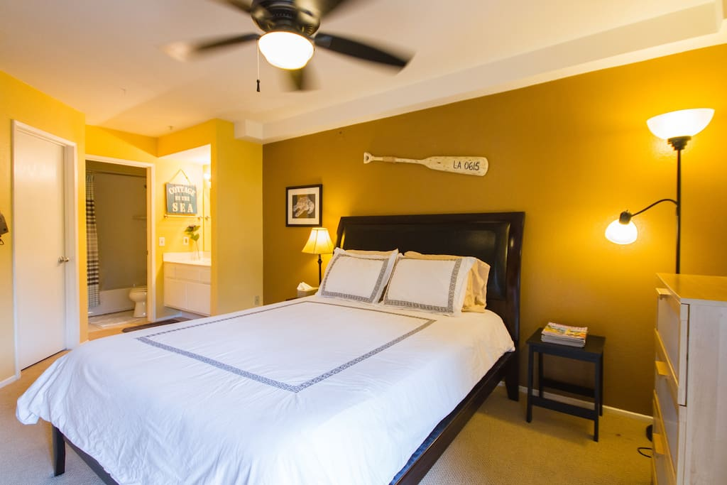 Air Conditioned Bedroom with full ensuite bathroom, TV and walk in closet