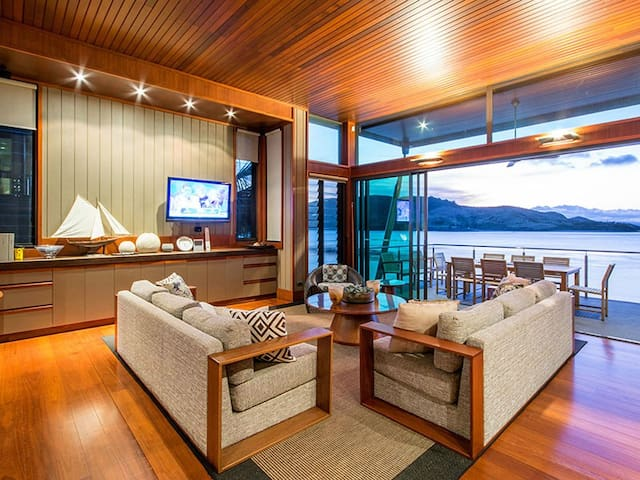Beautiful Yacht Club Villa 17