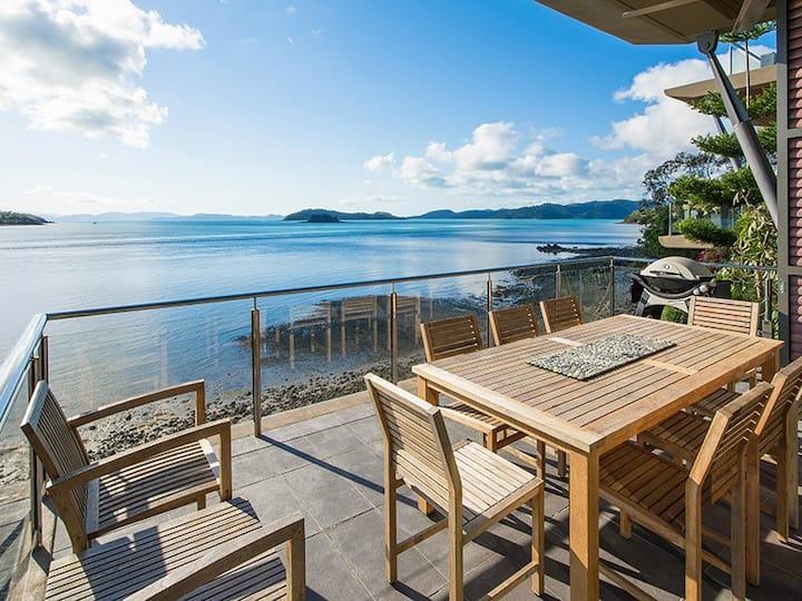 Beautiful Yacht Club Villa 17