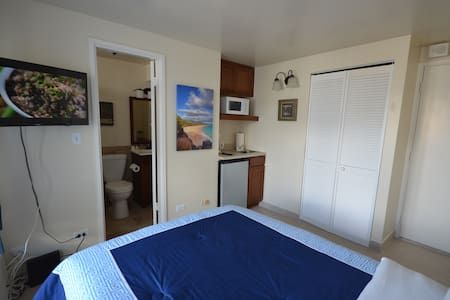 1101 Renovated, 2 min walk to BEACH - Honolulu - Apartment