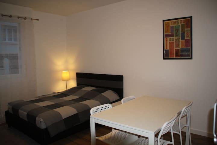 Studio meublé proche centre-ville - Saintes - Lägenhet