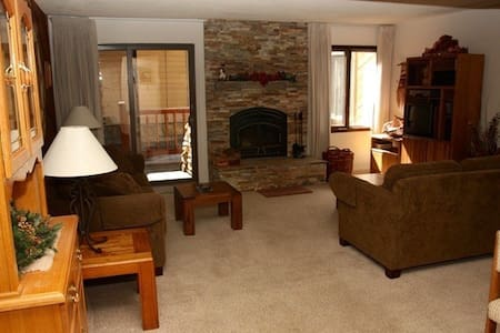 MAMMOTH 5 STAR ,FREE WIFI,WALK TO ALL ,SLEEPS 5 - Mammoth Lakes