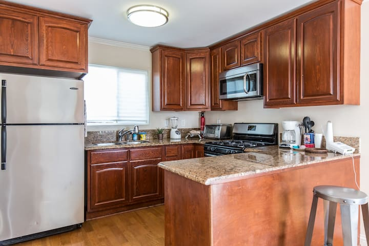 Cozy 1BD w/ W/D and Full Kitchen - Los Angeles - Apartament