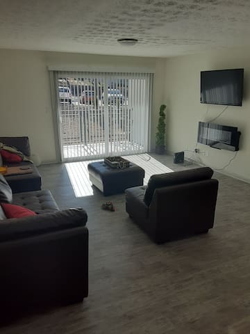NEW UPGRADED APARTMENT