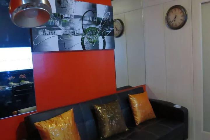NEW Cozy 1BR condo w/ balcony -up to 5 guests