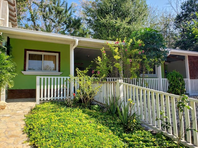 Comfy green little house near Tikal/Family/groups