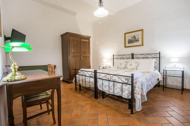DATINI Apt in TUSCANY (2bdr - FREE WIFI & GARAGE)