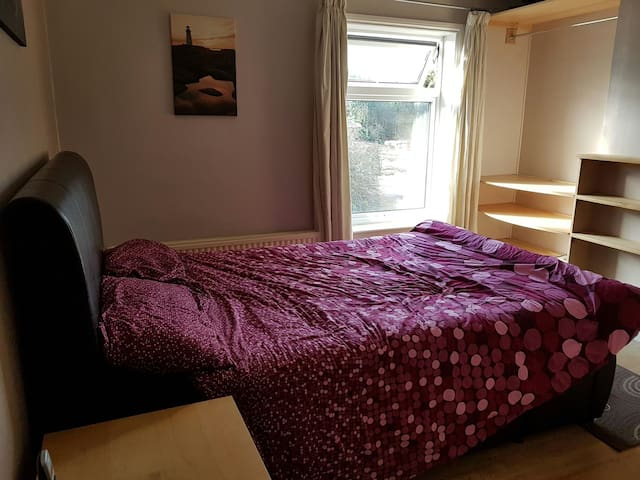 Double room in cosy house - England, GB - Huis