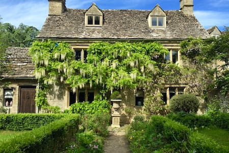 A Grade II listed Cotswold cottage