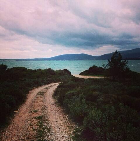 Deniz, orman ve kuş sesleri içerisinde eşsiz konum