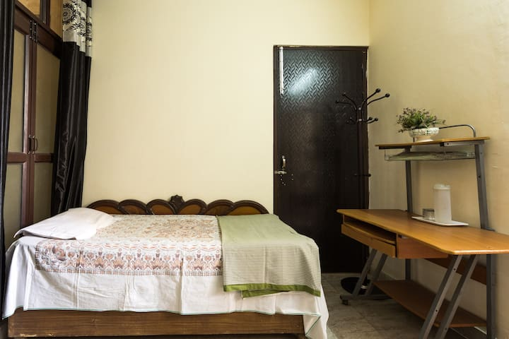 One Room Set Available in NCR Delhi - Faridabad - Flat