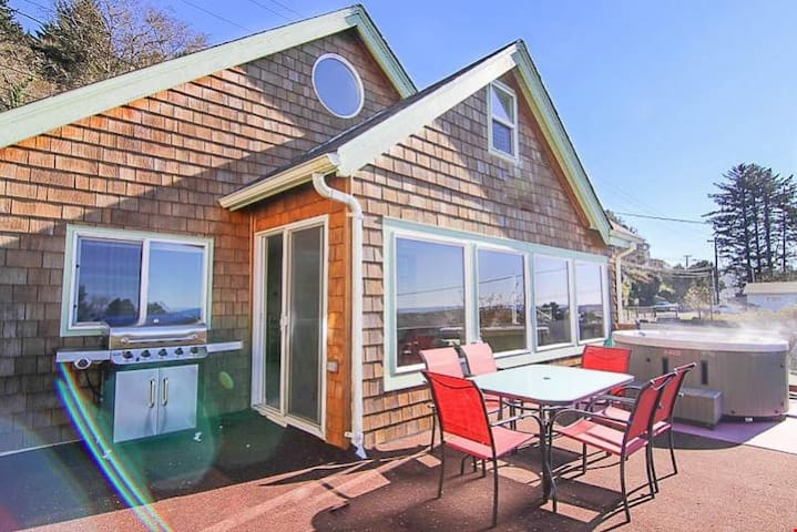 Splash of Glory - Updated Depoe Bay Charmer has Wood Fire, Oceanview, Hot Tub & Allows Pets!