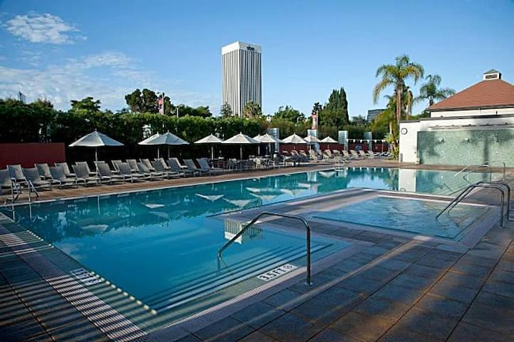 Hollywood/Beverly Hills Hot Spot -Upscale Gated - Los Angeles - Appartement