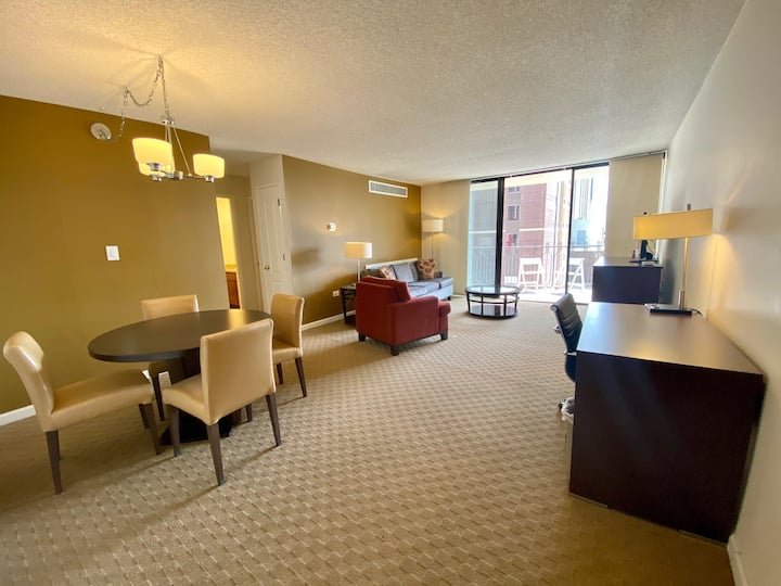 Downtown 2x2 w/rooftop pool! Brooks Tower 4L