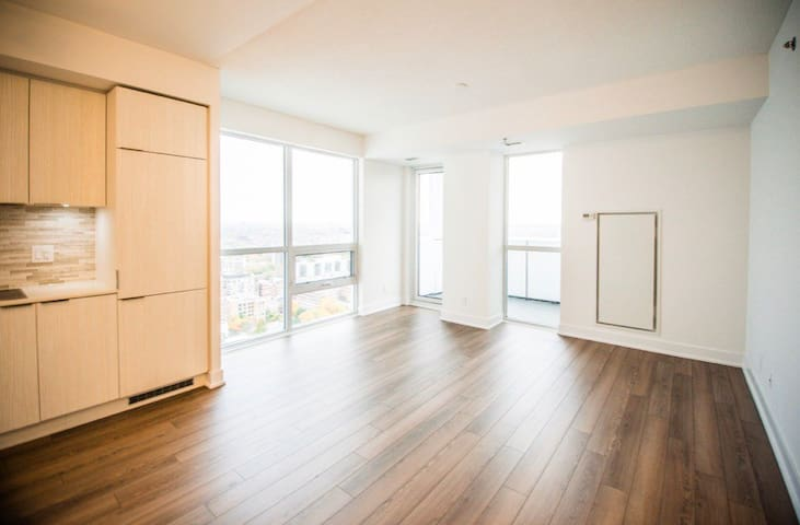 Clean & furnished condo in the heart of downtown