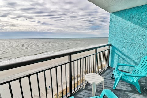 Super comfortable Oceanfront Studio Sleeps up to 4