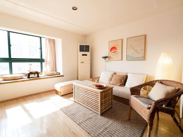 Lisen9·林森公寓动车站旁loft日式雅居120寸超大投影
