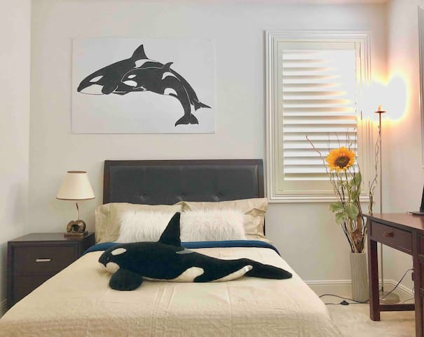 Whale Dream with private bathroom