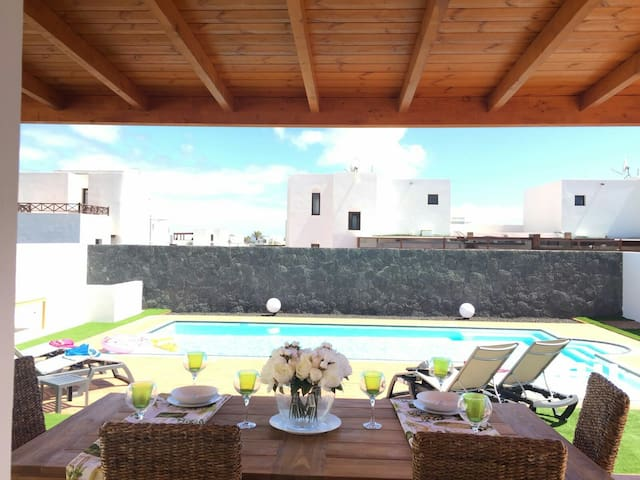VILLA MISY  heated pool,wifi,tv,private parking