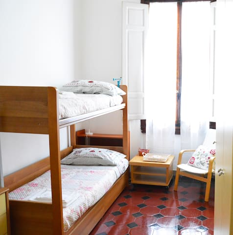 Room whit bunkbed near city center