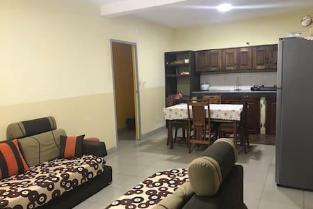 Dessous de villa avec parking privé