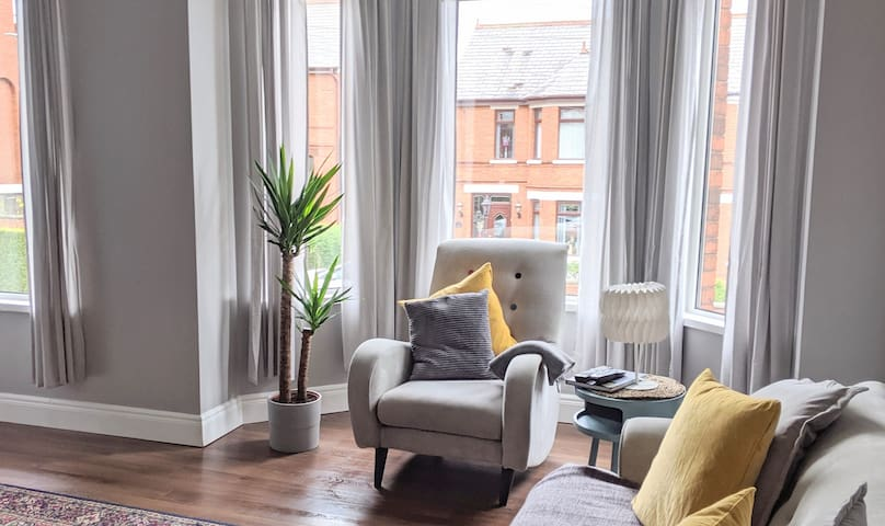 Victorian townhouse & games room, near city centre