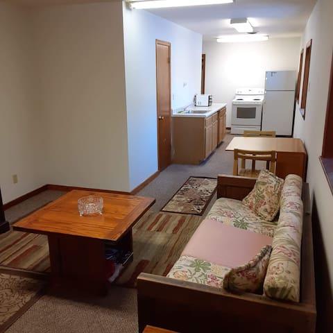 Cozy One Bedroom Near Highway, Restaurants & Bars