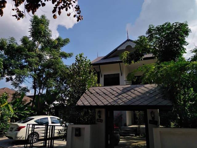 Baan Naradhip
