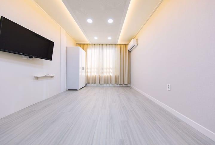원룸형온돌객실(침대없음)[라라펜션]대천해수욕장 도보4분거리,2018년7월신축