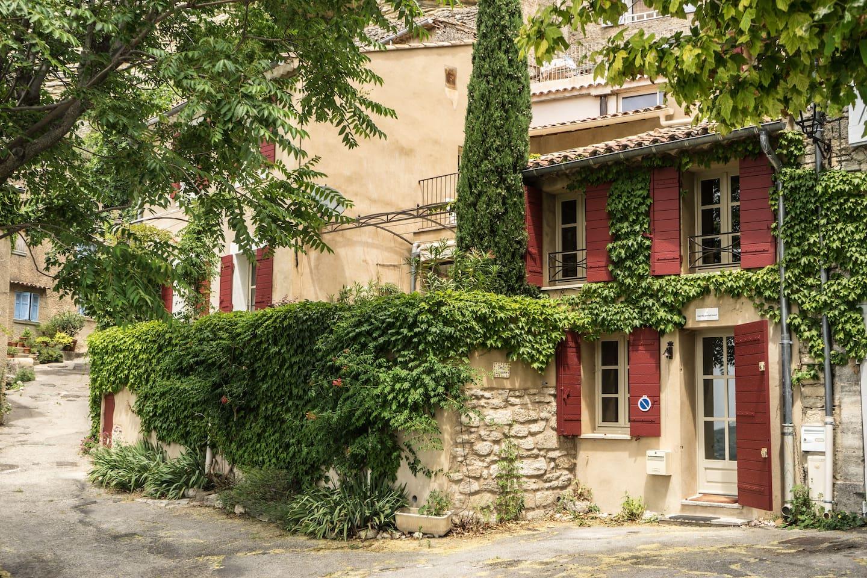 Belle Lumière, village house in Provence.