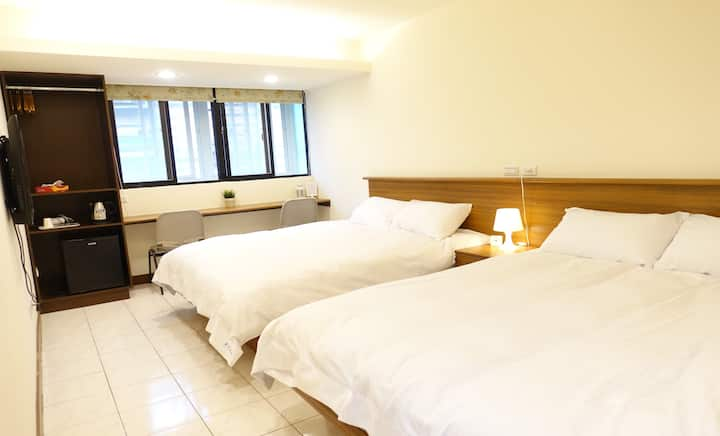 01 Newly Renovated Downtown MRT Metro Hotel Suite