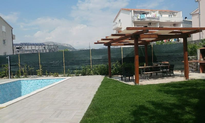 Spacious apartment with private swimming pool - Split - Huoneisto