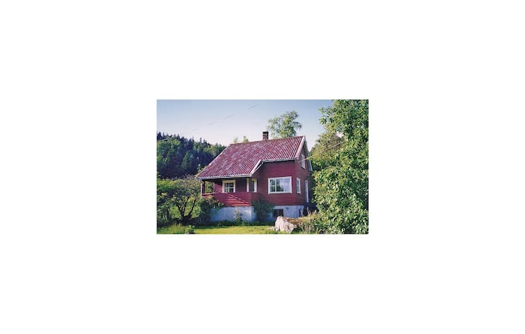 Holiday cottage with 3 bedrooms on 100 m² in Tonstad