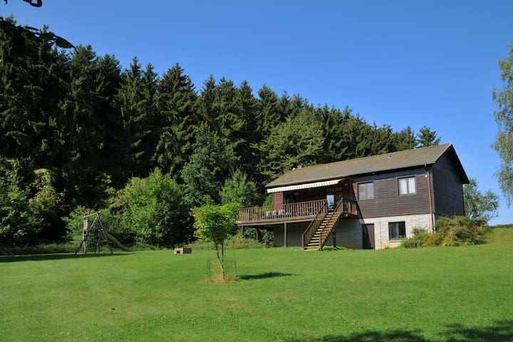 Cosy chalet with large garden and playground, located at the edge of the forest