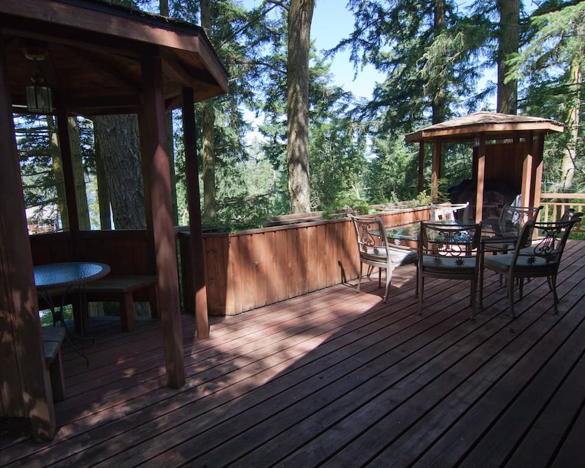 Plenty of room for grilling and dining while watching the sunset!