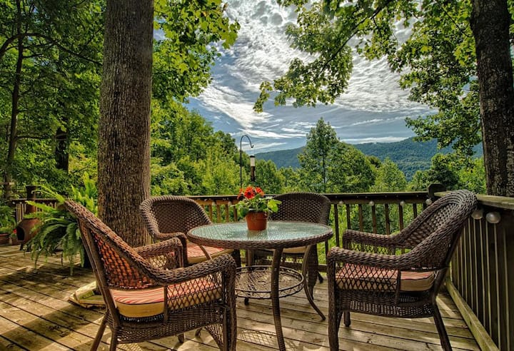 Tiger Pause; close to TIEC, mountain views & more!  Ultimate mountain relaxation; come unplug!