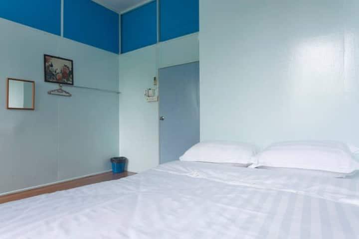 Room 2 丹容亚路镇店屋二楼房间2 Tanjung aru cozy shophouse