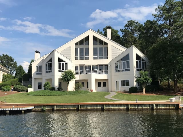 Lakefront Estate in Golf Community Near Pinehurst