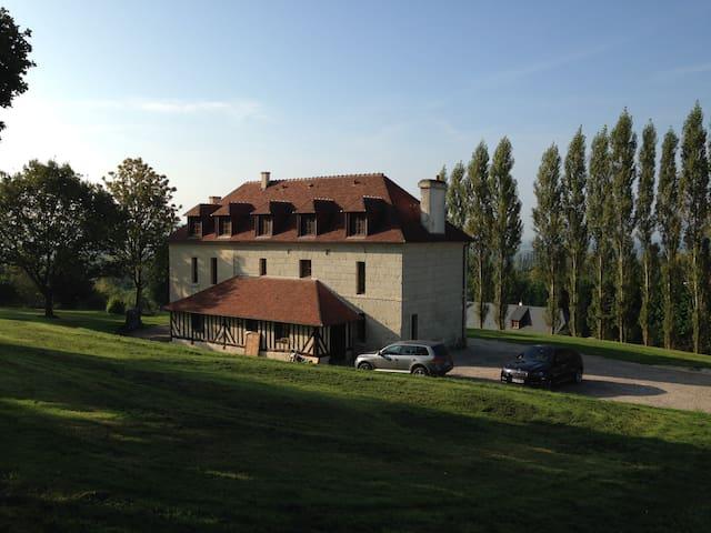 1 Chambre dans propriété de charme - beaufour druval - House