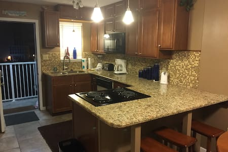 Beach Condo- ON THE BEACH! - Gulf Shores
