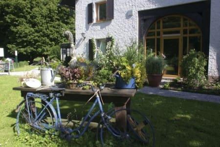 Ehemaliges Forsthaus mitten im Wald - Horn-Bad Meinberg - Bed & Breakfast