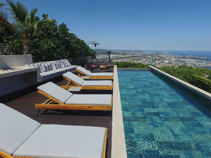 Luxury modern villa with sea view in Sete