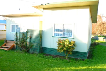 Grandads Cottage home stay king double - Manunui - Bed & Breakfast