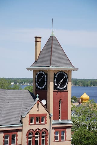 Historic Downtown Clock Tower Condo-2 Bedroom