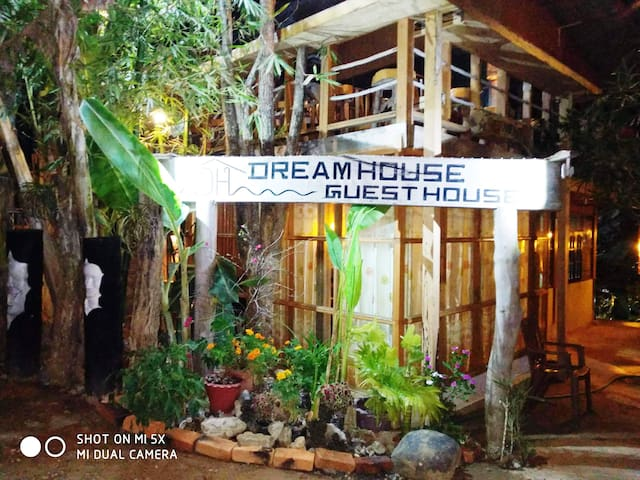 Dream House Guest House & Restaurant 2